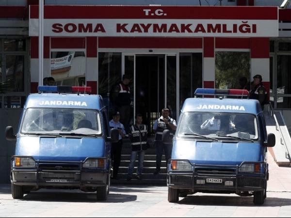 Polícia da Turquia detém 18 em investigação de desastre em mina