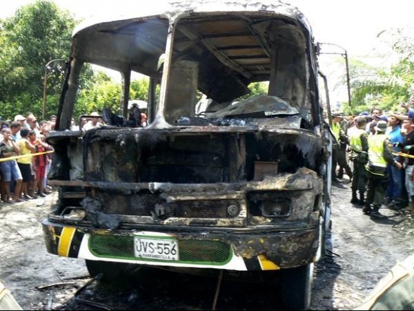 Explosão de lata de gasolina dentro de ônibus mata 31 crianças na Colômbia