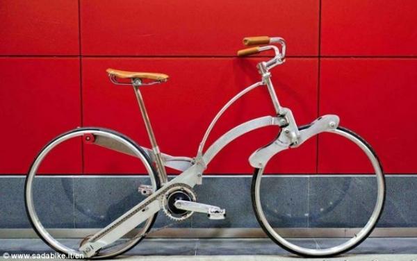 Italiano cria bicicleta dobrável que pode ficar do tamanho de um guarda-chuva