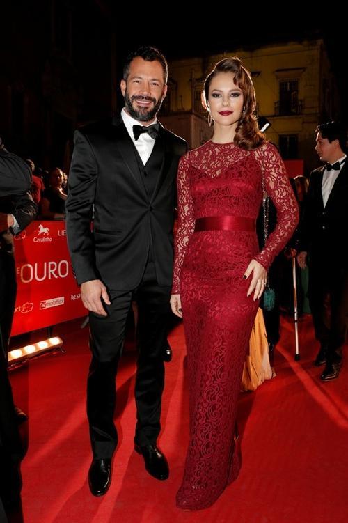 Malvino Salvador e Paolla Oliveira participam de premiação em Portugal