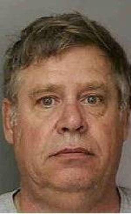 Funcionário tarado é acusado de espiar chuveiro de mulheres dentro de prisão