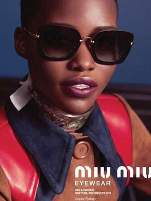 Mais bonita do mundo, Lupita Nyong?o posa para uma campanha de óculos