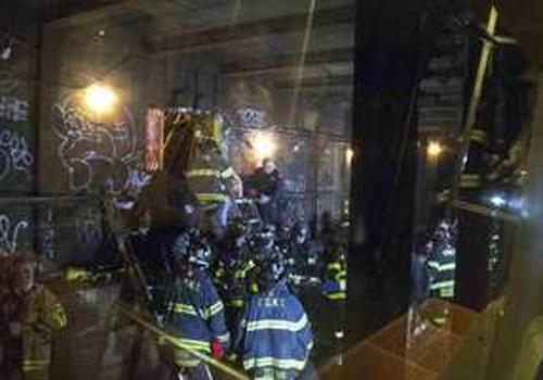 Metrô de Nova York descarrila e deixa um saldo de 19 pessoas feridas