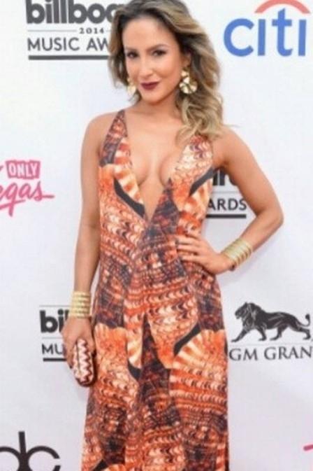 Claudia Leitte é chamada de cafona por internauta por causa de look em premiação e rebate crítica