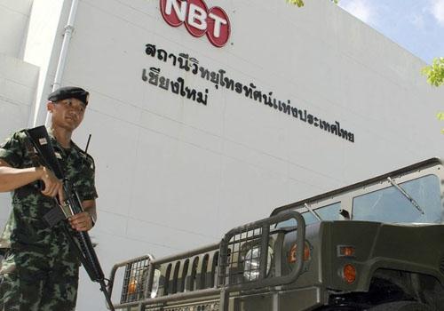 Exército tailandês censura meios de comunicação após declarar lei marcial