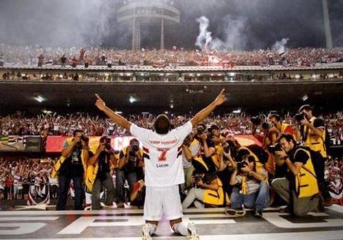 Lucas embolsa R$ 2 mi em prêmios após temporada no PSG