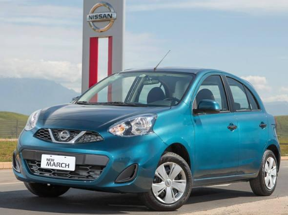New March traz a nova identidade visual da Nissan marcada pelos novos faróis e grade frontal