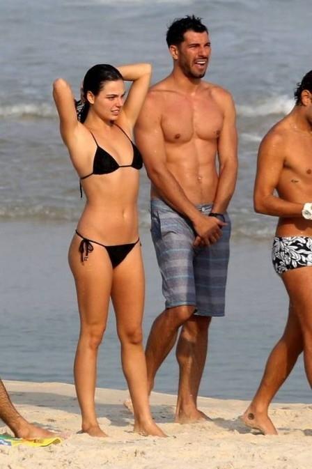 Affair mexicano de Isis Valverde, Uriel del Toro tem ajuda da atriz para fazer novela no Brasil