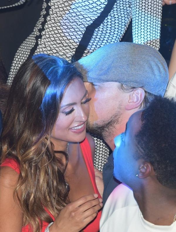Comprometido, Leo DiCaprio é clicado  cheio de intimidade com modelo casada