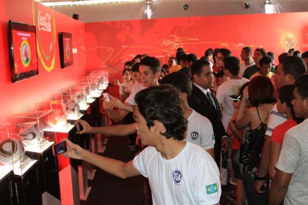 P炻lico lota a Potycabana para ver a Ta軋 da Copa