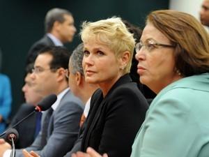 PSB tira de comissão deputado que se dirigiu a Xuxa de forma