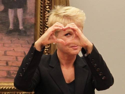 Xuxa é hostilizada por deputado em sessão e reage com