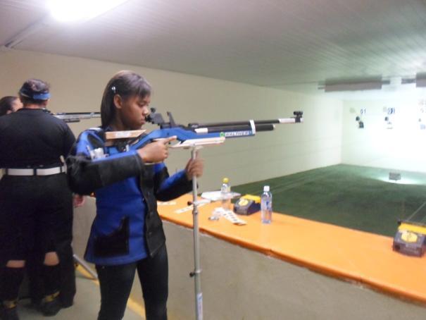 Oeirense de 15 anos ganha medalha de ouro em competição de tiro esportivo no Ceará