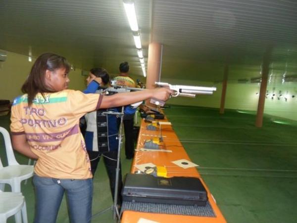 Oeirense de 15 anos ganha medalha de ouro em competição de tiro esportivo no Ceará - Imagem 1