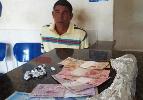 Após investigação, homem é preso com maconha e dinheiro no litoral do Piauí