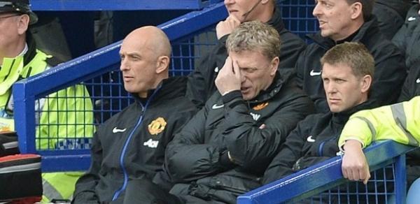 Ex-técnico do Manchester United é acusado de agredir homem em bar Comente