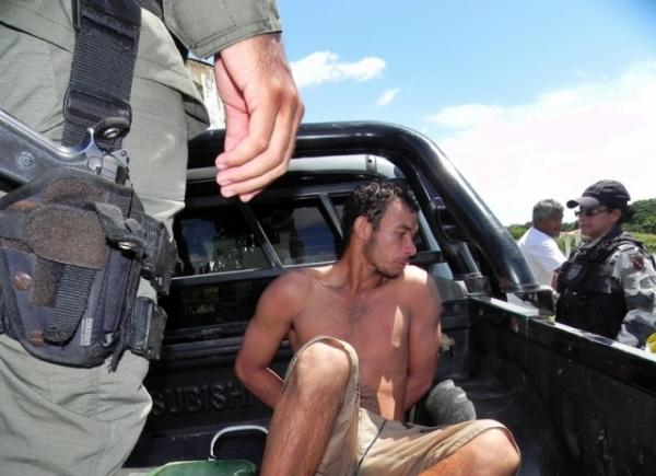 Homem agride sua companheira pula no rio e  preso pela PM