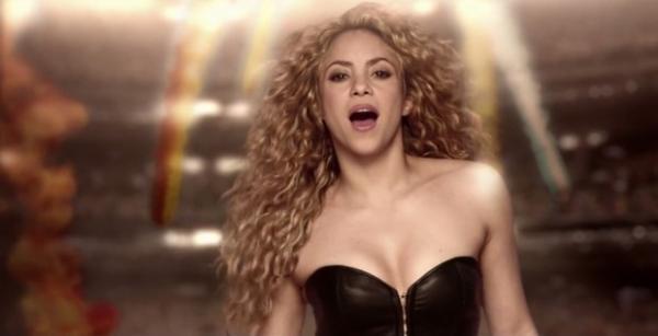 Shakira lan軋 clipe de m俍ica da Copa com o filho e Carlinhos Brown