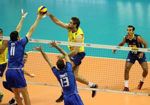 Com dupla inspirada, Itália domina o Brasil na estreia da Liga Mundial