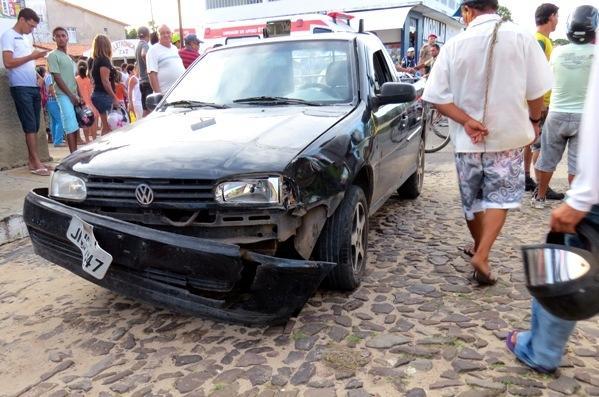 Mulher sofre fratura após colisão com carro, em Parnaíba