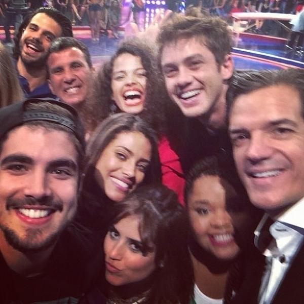 Caio Castro atrasa quase 4 horas e Globo grava Caldeir縊 sem o ator