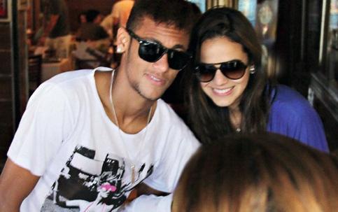 Marquezine e Neymar reataram o namoro, mas discrição do casal tem motivos políticos
