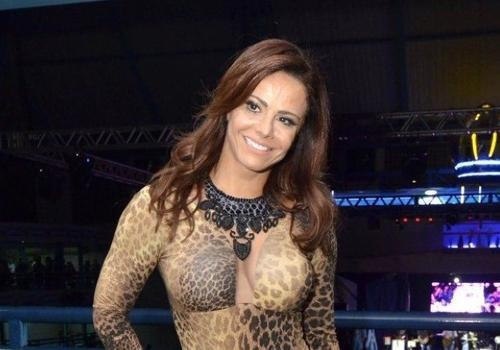 Viviane Araújo fica ruiva para interpretar manicure na novela