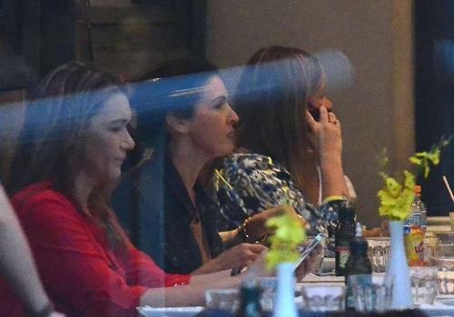 William Bonner e Fátima Bernardes almoçam com a filha no Rio