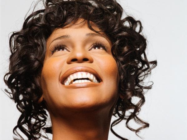 Família de Whitney Houston quer barrar filme para TV, diz site