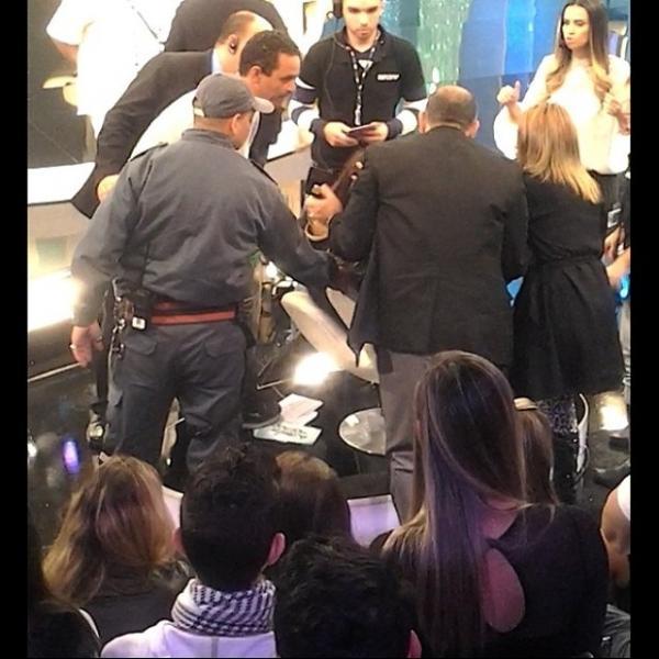 Luciana Gimenez passa mal e desmaia durante programa ao vivo