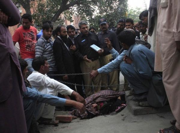 Mulher é morta a tijoladas pela família após casar sem permissão