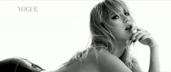 Suki Waterhouse aparece sensual em bastidores de ensaio fotográfico