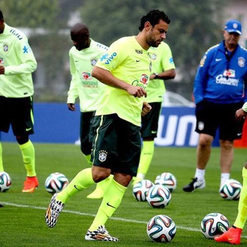 Em primeiro treino com bola, Felipão comanda atividade técnica na Granja
