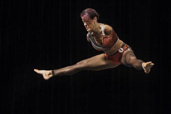 Fisiculturista sem braços participa de competições e mostra que é possível superar obstáculos