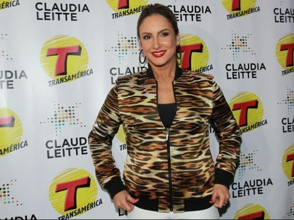 Claudia Leitte garante não estar nervosa para cantar na abertura da Copa: