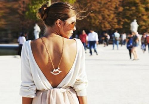 Isabella Fiorentino ensina como usar decote nas costas sem ficar vulgar
