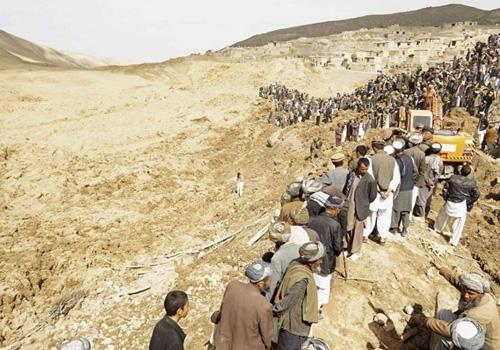 Deslizamento causou mais de 2 mil mortes no Afeganist縊, diz governo