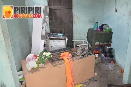 Família tem casa incendiada por menores