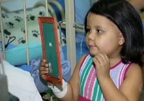 Jovem arrecada 15 m de cabelo para doar a crianças com câncer