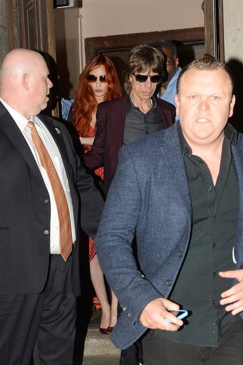 Mick Jagger vai a missa para ex e é clicado visivelmente abatido