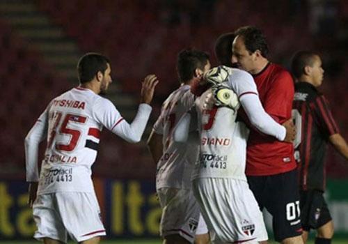 Atlético-PR pede desculpas ao São Paulo após chamar de bambi