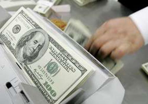 Dólar sobe quase 1%, mas continua abaixo de R$ 2,25 com BC