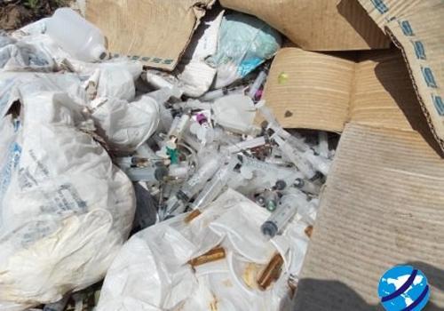 Lixo Hospitalar é encontrado dentro de terreno baldio em Esperantina