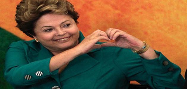 """Dilma Rousseff aposta que brasileiro vai reunir a família, comprar """"cervejinha"""" e torcer pela seleção"""