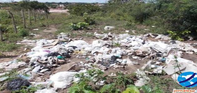 PI: grande quantidade de lixo hospitalar é encontrado jogado em terreno baldio