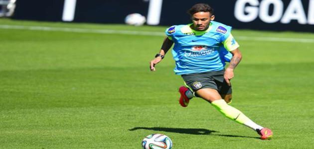Atacante Neymar faz golaço e tem seu 1º brilho em treinos pré-Copa do Mundo na Granja Comary