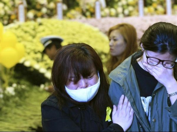 Chega a 242 o número de mortos no naufrágio da balsa na Coreia do Sul