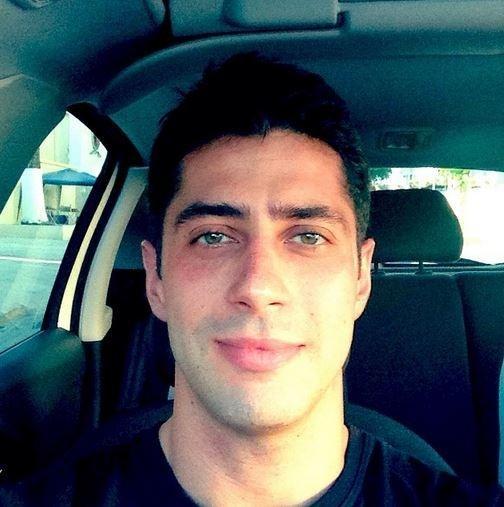 Ex-BBB Marcelo tira barba para ensaio fotográfico