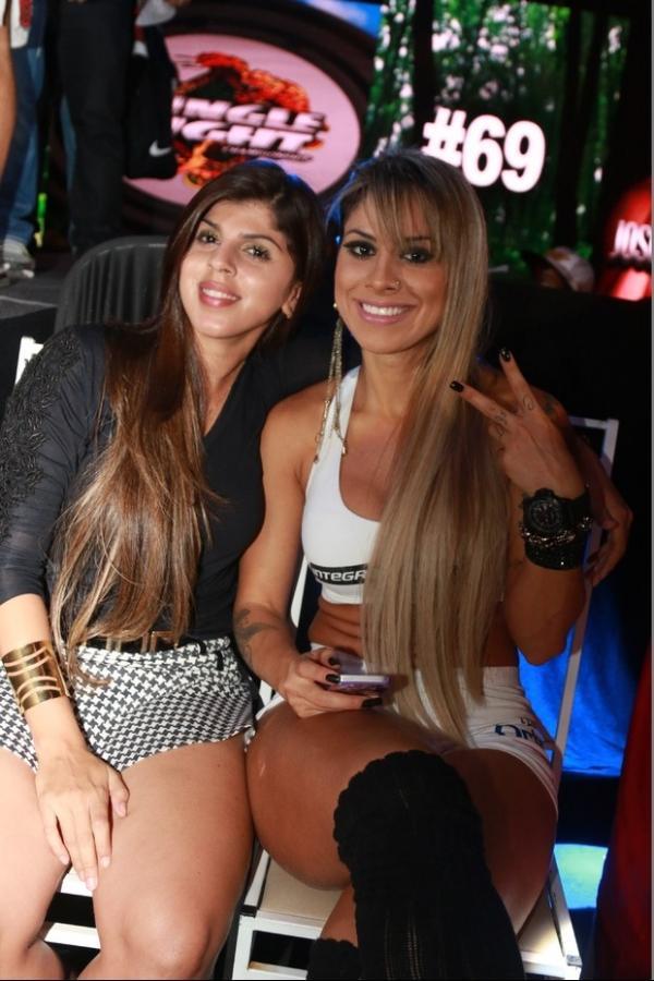 Ex-BBB Vanessa vira ring girl e exibe barriga com gominhos