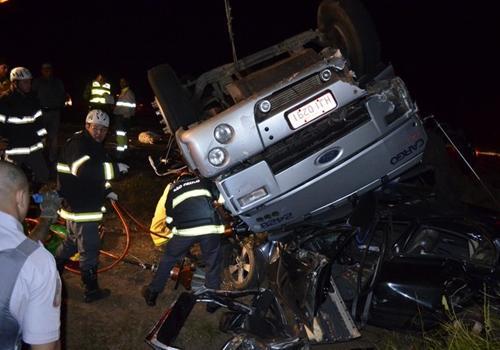 Ex-Corinthians sai ileso de carro prensado